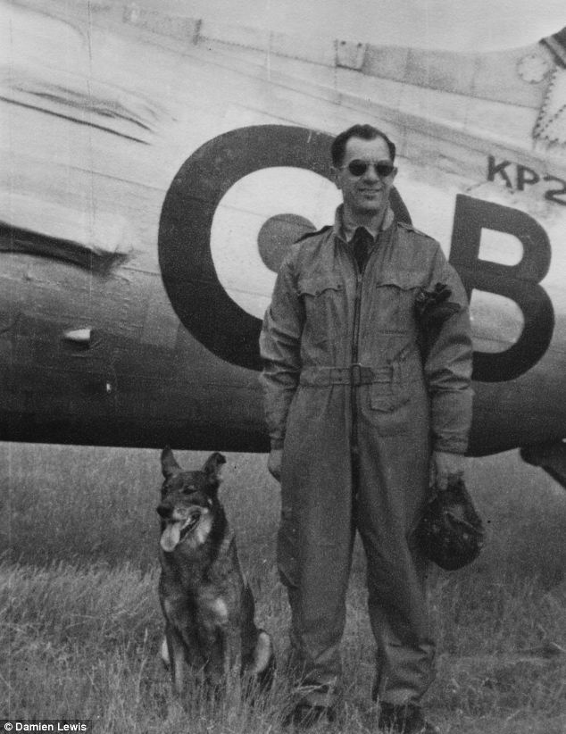 Paradogs, the Flying Dogs of War, Antis and Bozděch in front of their bomber - source Aviation Outlet