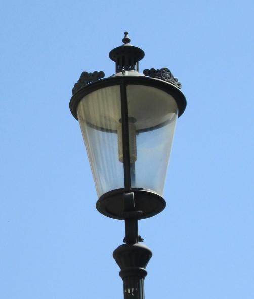 A Farola fernandina design lamp post from Bucharest against a blue sky