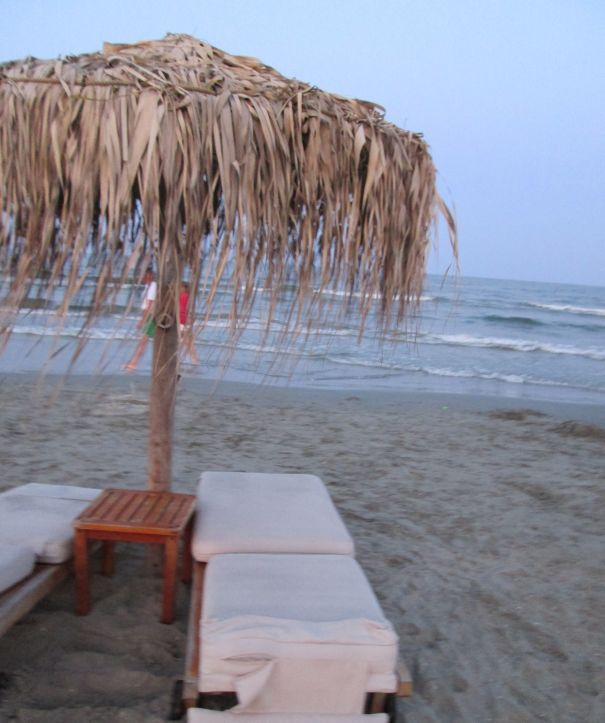 beach umbrella 2 beds by the sea @PatFurstenberg