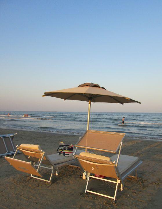 sunset beach umbrella by the sea @PatFurstenberg