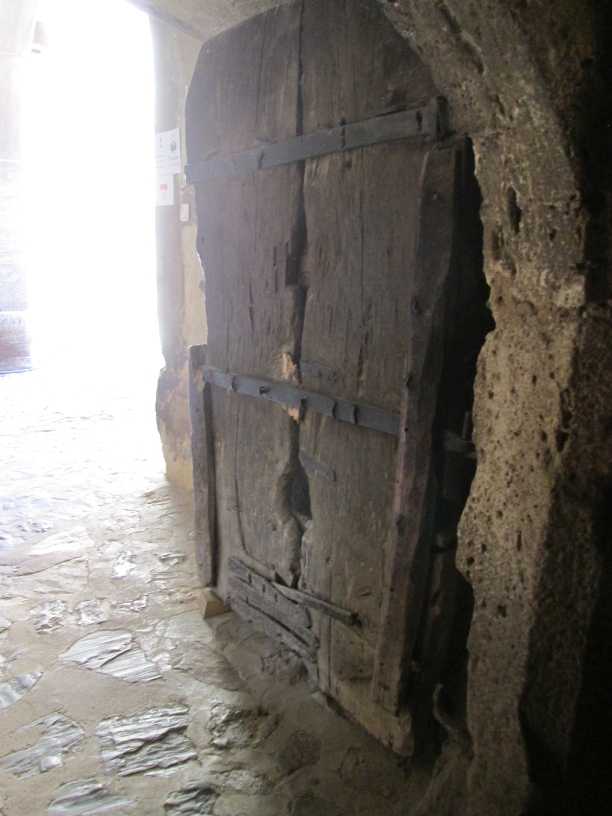 a 500 years, original wooden old door, Castelul Hunedoara, Hunyadi Castle