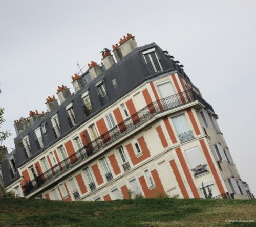 the sinking houseof Paris, Montmartre