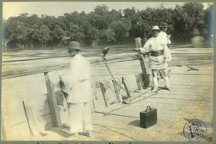 Bronze Age and XX century cultures along the Mures river - Below, a boatman tends to the ferry in 1900,