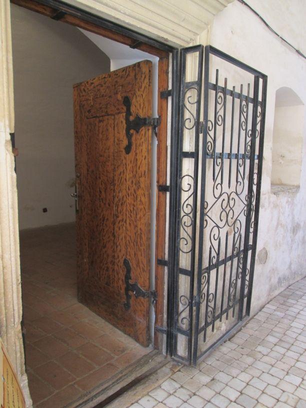 door in Faaras castle