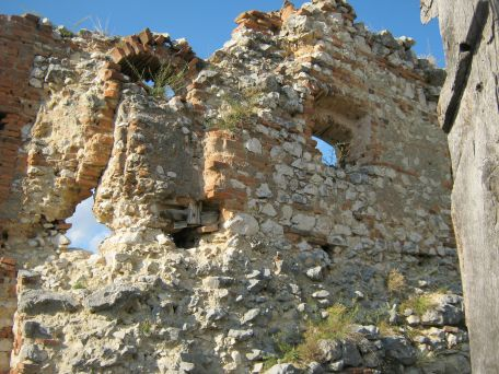 Rasnov fortress - a very old wall