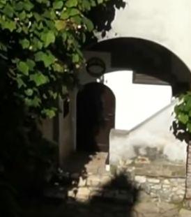 Bran inner court medieval castle door